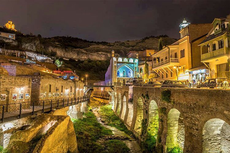 وسط مدينة تبليسي والقنوات المائية والشلالات